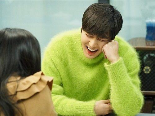 """Sơn Tùng """"đụng độ"""" Lee Min Ho, ai mặc chất hơn? - 2"""