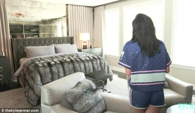 Phòng ngủ từ xa hoa tới giản dị của 3 hot girl nổi tiếng Hollywood - 5