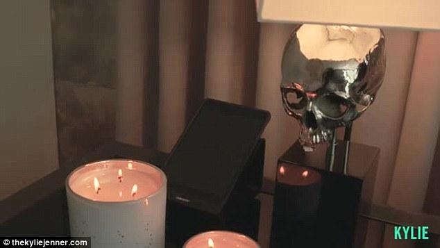 Phòng ngủ từ xa hoa tới giản dị của 3 hot girl nổi tiếng Hollywood - 6