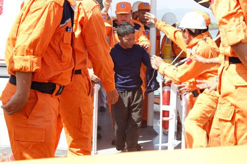 Tàu cá nổ trên biển Vũng Tàu: 9 người trong gia đình gặp nạn - 1