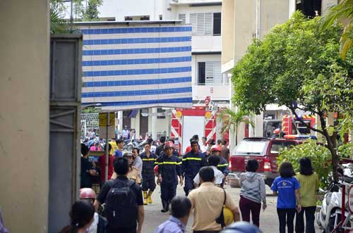 Nhà xe KTX Đại học Y Dược TP.HCM phát hỏa, sinh viên hoảng hồn - 3
