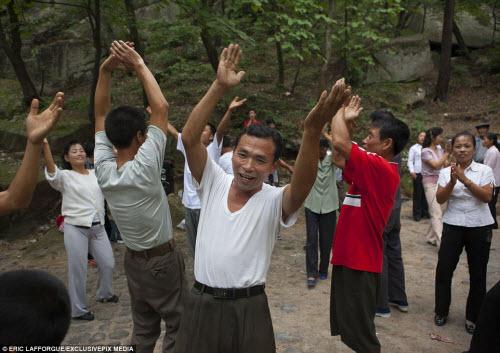 Ảnh: Người dân Triều Tiên làm gì vào ngày nghỉ? - 2