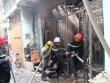 Nhà trong hẻm bốc cháy dữ dội, nhiều người tháo chạy