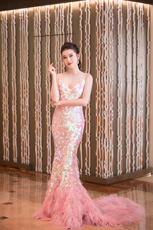 Huyền My - Khánh My mặc trùng sequin, ai sexy hơn? - 1