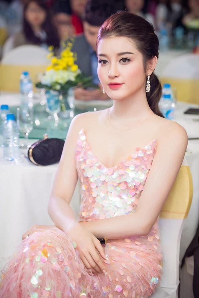 Huyền My - Khánh My mặc trùng sequin, ai sexy hơn? - 3