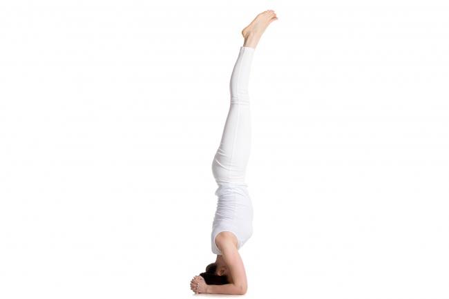 """7 động tác yoga giúp """"núi đôi"""" nuột nà, hấp dẫn - 2"""