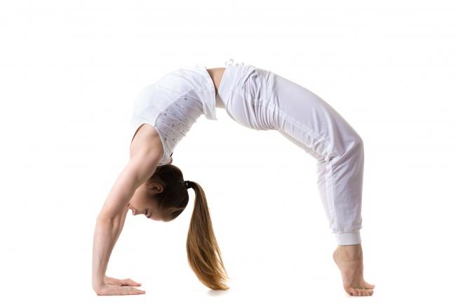 """7 động tác yoga giúp """"núi đôi"""" nuột nà, hấp dẫn - 4"""