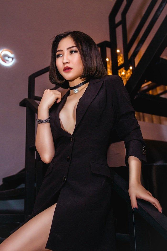Hương Tràm khoe đường cong hấp dẫn với váy tua rua cô-ban - 10