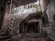 Bên trong nhà thương điên bị bỏ hoang kì quái ở Anh
