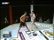 MMA: Can tội thích thể hiện trêu người, ăn đá vỡ mặt