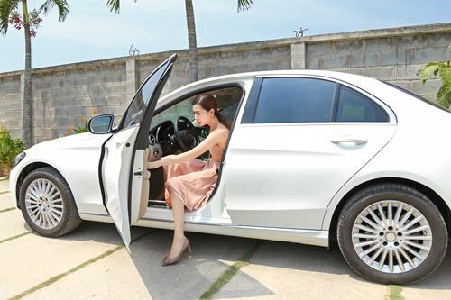 Vào showbiz chưa lâu, Ngọc Duyên đã mua được xe tiền tỉ - 2