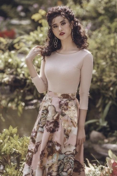 Trương Quỳnh Anh hóa thân thành tiểu thư tóc xù nóng bỏng - 1