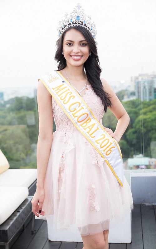 """Hà Anh """"rực lửa"""" lấn át cả Hoa hậu Toàn cầu 2016 - 6"""