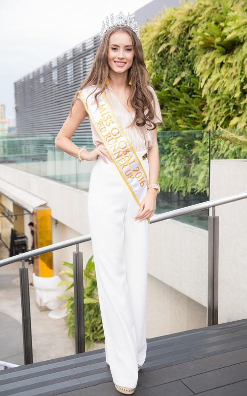 """Hà Anh """"rực lửa"""" lấn át cả Hoa hậu Toàn cầu 2016 - 7"""