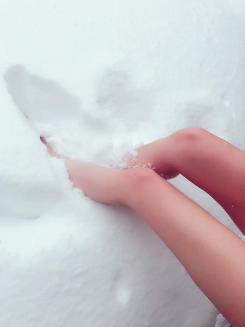 Khỏa thân trong tuyết, hot girl xứ Đài bị nghi ngờ chiêu trò - 2