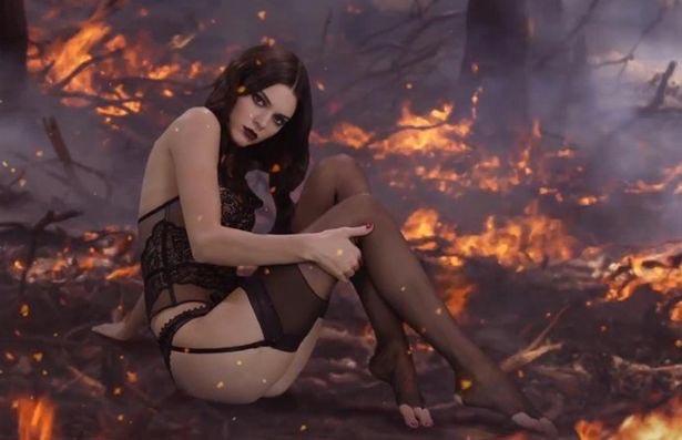 Hot girl Hollywood mê mệt mốt mặc nội y xuyên thấu - 4