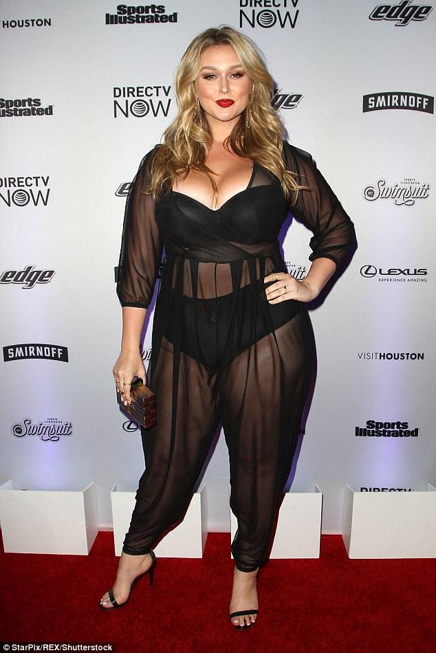 Mỹ nữ béo núng nính gây sốt với bodysuit, váy trong suốt - 7