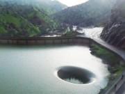 """Thế giới - Giải mã hiện tượng """"cổng thế giới thứ 2"""" trong hồ ở Mỹ"""