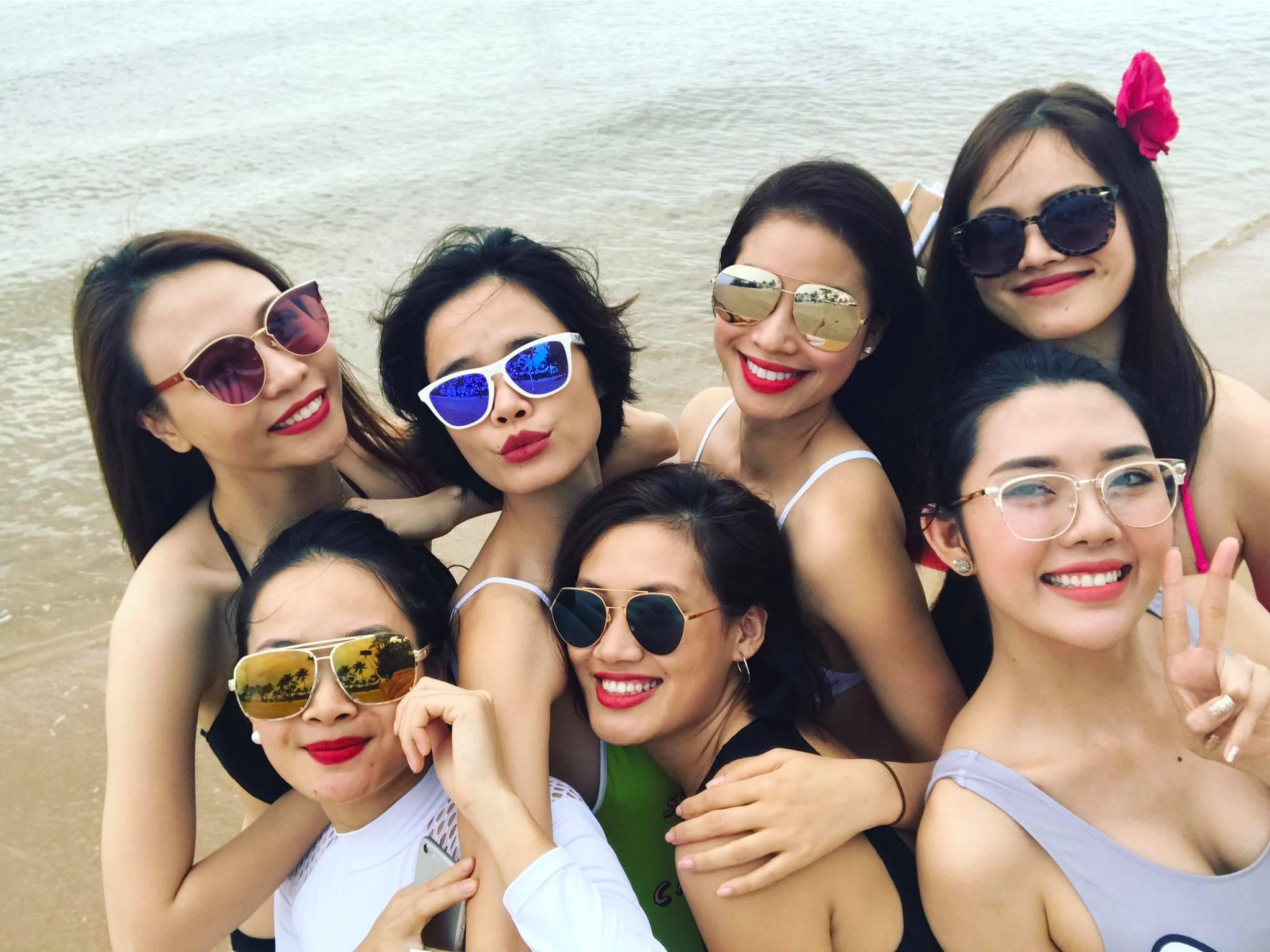 """Phạm Hương tung ảnh bikini """"cá 7 màu"""" đốt mắt fans - 4"""