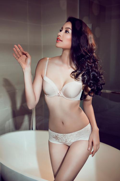 """Phạm Hương tung ảnh bikini """"cá 7 màu"""" đốt mắt fans - 9"""