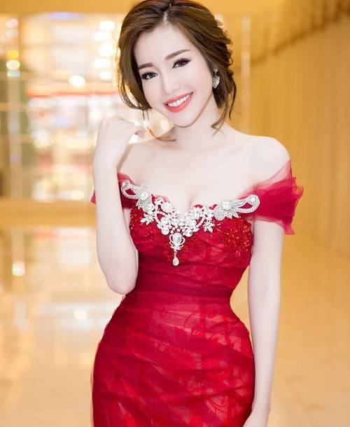 Elly Trần khiến fan ngỡ ngàng với ảnh gái quê thứ thiệt - 9