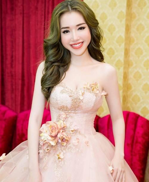 Elly Trần khiến fan ngỡ ngàng với ảnh gái quê thứ thiệt - 13