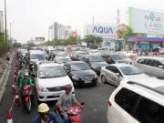 Tin tức trong ngày - Làm cầu giải cứu sân bay Tân Sơn Nhất, kẹt xe từ sáng đến trưa