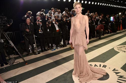 """""""Ngạt thở"""" vì vẻ đẹp phồn thực của mỹ nữ tại tiệc Oscar - 3"""