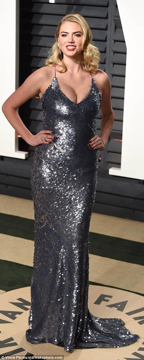 """""""Ngạt thở"""" vì vẻ đẹp phồn thực của mỹ nữ tại tiệc Oscar - 5"""