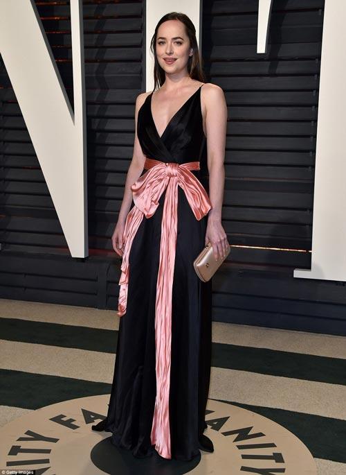"""""""Ngạt thở"""" vì vẻ đẹp phồn thực của mỹ nữ tại tiệc Oscar - 15"""