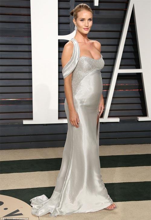 """""""Ngạt thở"""" vì vẻ đẹp phồn thực của mỹ nữ tại tiệc Oscar - 14"""