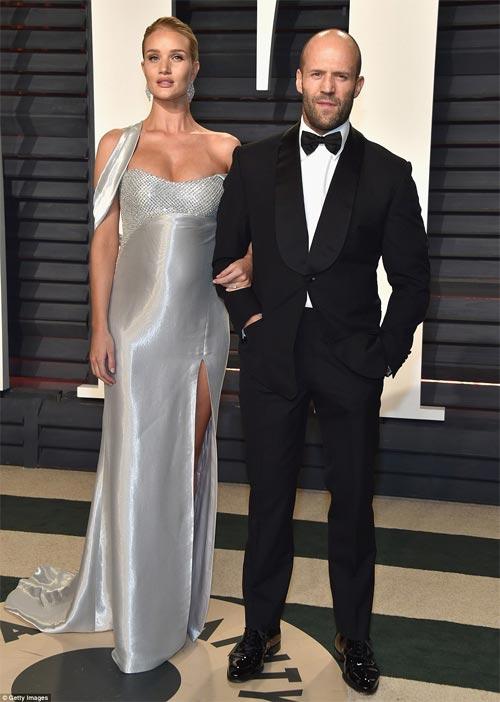 """""""Ngạt thở"""" vì vẻ đẹp phồn thực của mỹ nữ tại tiệc Oscar - 13"""