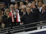 MU đoạt cúp Liên đoàn, Mourinho cân bằng kỉ lục Sir Alex
