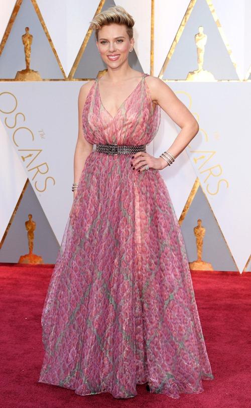 """Loạt sao nữ tự """"dìm mình"""" vì mặc xấu nhất tại Oscars - 2"""