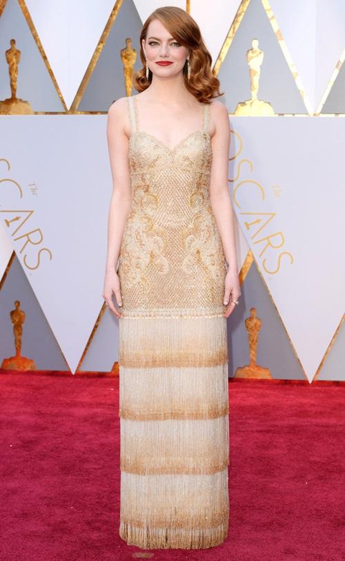"""Loạt sao nữ tự """"dìm mình"""" vì mặc xấu nhất tại Oscars - 1"""