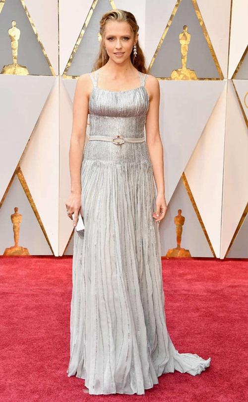 """Loạt sao nữ tự """"dìm mình"""" vì mặc xấu nhất tại Oscars - 4"""