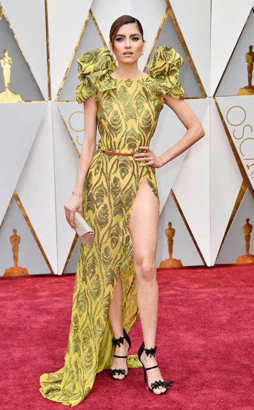 """Loạt sao nữ tự """"dìm mình"""" vì mặc xấu nhất tại Oscars - 7"""