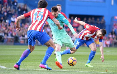 Đua Liga: Barca đứng bằng đôi chân Messi, Real đi trên dây - 3