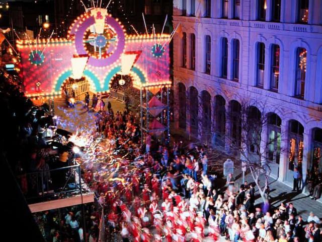 """10 lễ hội """"người lớn"""" nóng rực nhất thế giới"""
