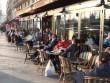 """Từ """"loạn vỉa hè"""" Việt Nam nhìn sang cà phê vỉa hè Paris"""