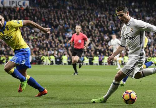 Đua Liga: Barca đứng bằng đôi chân Messi, Real đi trên dây - 1