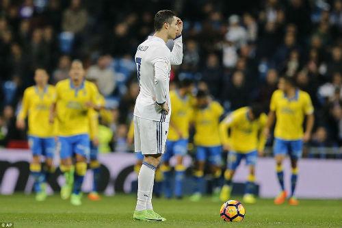Real tụt hậu Barca: Mình Ronaldo làm, cả dàn sao phá - 1