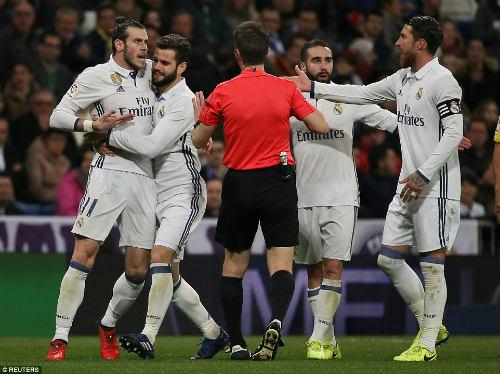 Real tụt hậu Barca: Mình Ronaldo làm, cả dàn sao phá - 2