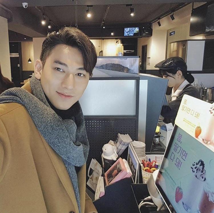 Isaac khiến fan lo lắng với ảnh cấp cứu ở Hàn Quốc - 5
