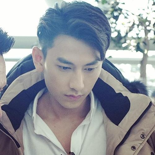 Isaac khiến fan lo lắng với ảnh cấp cứu ở Hàn Quốc - 7