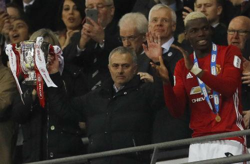 Tiết lộ: Mourinho từng lật kèo PSG, chọn MU vì tiền - 1
