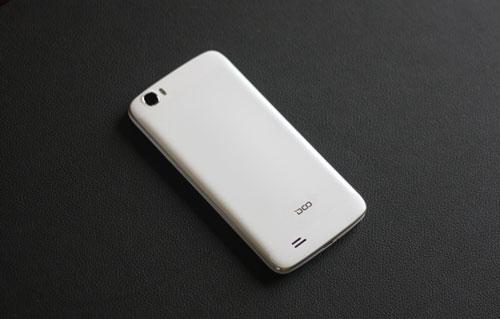 Điện thoại DCO T6 pin khỏe thu hút người dùng - 4