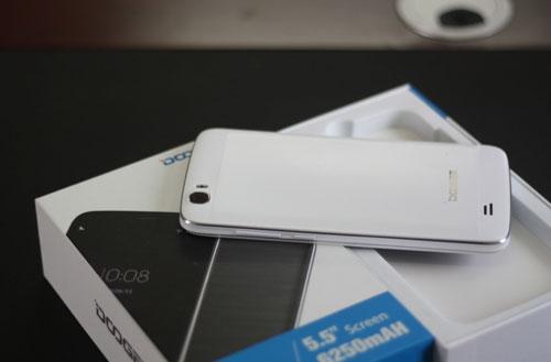 Điện thoại DCO T6 pin khỏe thu hút người dùng - 1