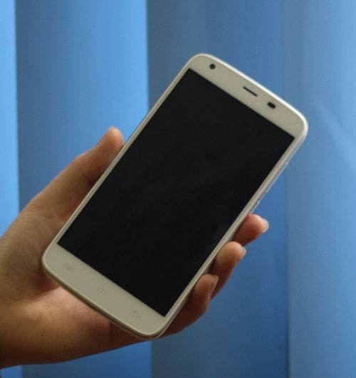 Điện thoại DCO T6 pin khỏe thu hút người dùng - 2