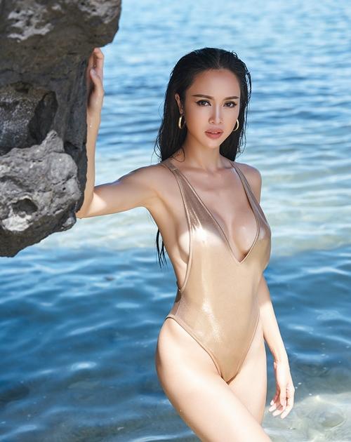 """""""Phát hờn"""" với bộ sưu tập bikini của chân dài Vũ Ngọc Anh - 4"""
